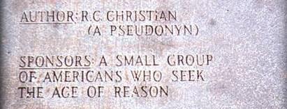 """Der Name von R.C. Christian auf der erläuternden Tafel mit einem Netten Fehler in """"Pseudonyn"""""""